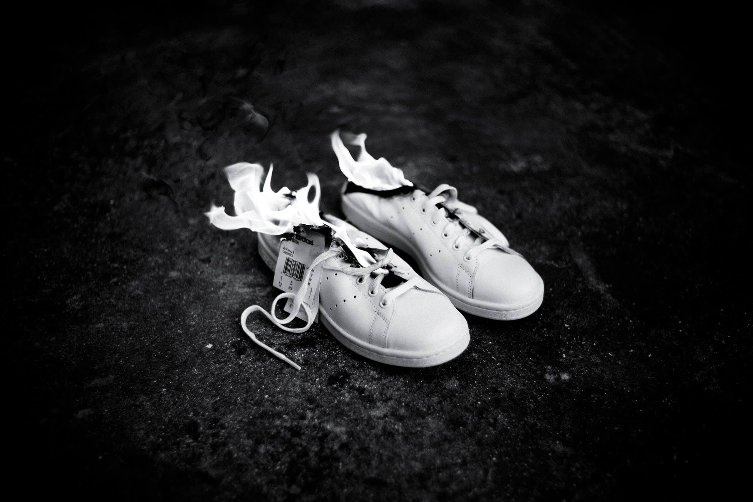 Adidas Stan Smith : burning